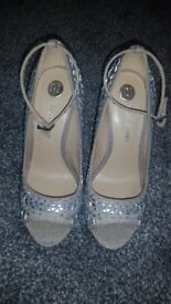 Brand new river island silver heels size 4