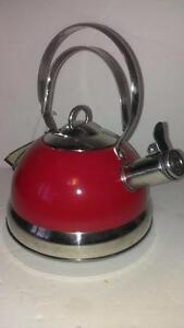 NEW PALM Stainless Steel Whistling Kettle 2 L CHERRY / RED TEA KETTLE Handle Class Deluxe Farmhouse Style Heavy Duty