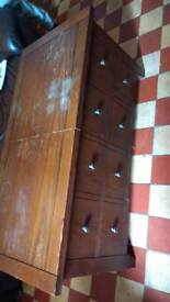 Used extendable chest/table ONO