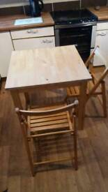 Small kitchen table & 2 folding chairs