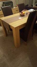 Stunning dining room table & 6 chairs. LOCAL PICK UP ONLY