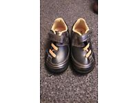 Clarks first shoes 4 1/2 f silver,navy metallic, yellow, flashing red lights
