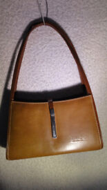 Beautiful Leather Tan Gucci Handbag Shoulder Bag