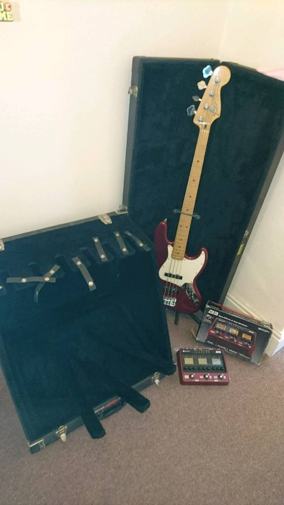 Fender Jazz Bass, Zoom B3 pedal and more