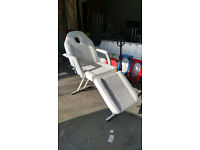 White Leatherette adjustable massage table/chair