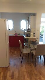 Fully furnished one bedroom flat in Hendon Central.