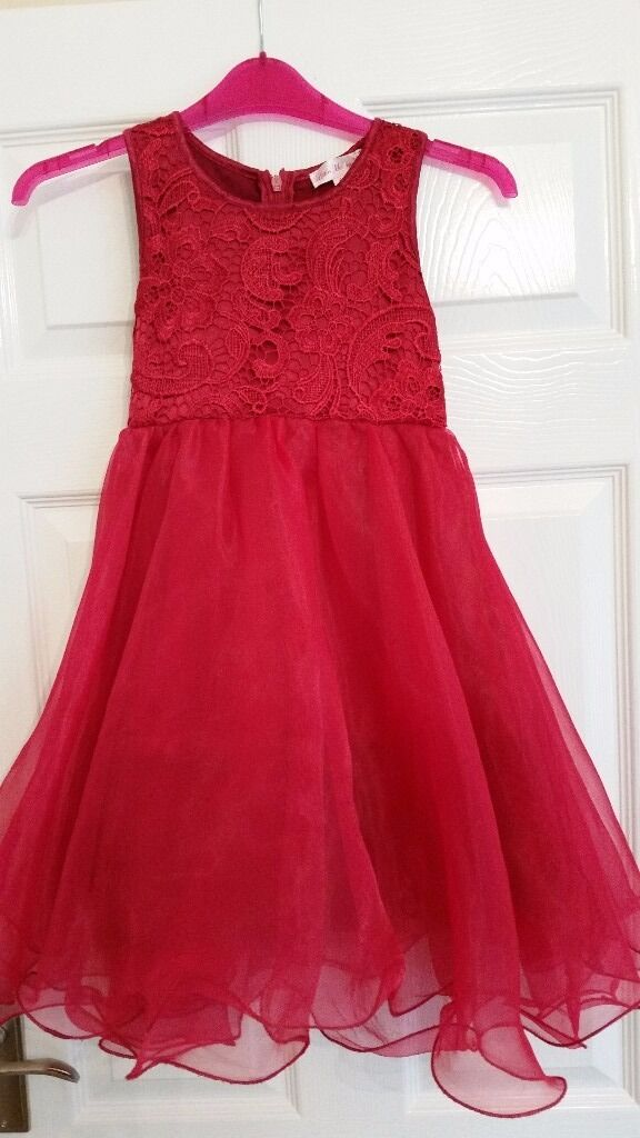 Party dress 5 6 yearsin Derby, DerbyshireGumtree - Girls party / occasions dress in a lovely deep red. Frothy layered skirt and lace bodice.Fully lined and washable. In excellent condition and from a smoke free home. Made by Little Mistress of London. Collect from Derby south
