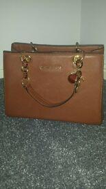 Ladies Fashion Handbag in Tan