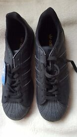 SUPERSTAR SNEAKERS WITH A GLOSSY METALLIC SHELL TOE.5.5 BLACK