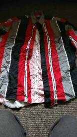 Black white and red wrangler shirt. 16inch collat
