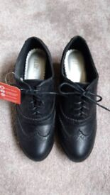 Black Blox Shoes - Size 5 - As New, Never Been Worn