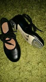 Girls size 12 tap shoes