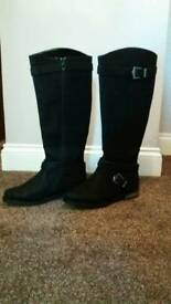 Womans black boots size 5