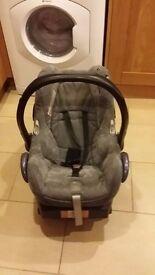 Maxi-cosi Cabriofix Baby car seat with Easy base 2