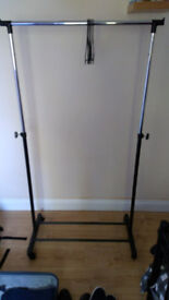 Adjustable Chrome Plated Clothes Rail (includes hangers)