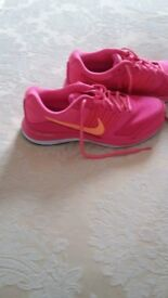 nike trainers size 5 brand new