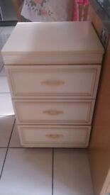 Beaufull Spacious 3 draw Chest of Drawers + FREE DELIVERY