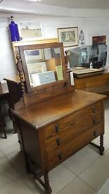 Beautiful Solid Oak Dressing Table