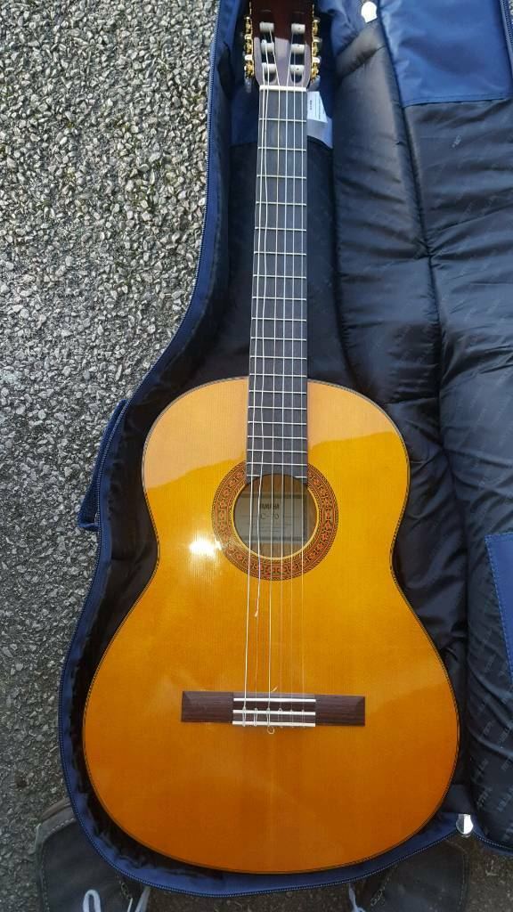 Yamaha c70 guitar immaculate condition with spare strings and music books Inc beginners
