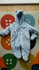 Snow suit 3 to 6 months