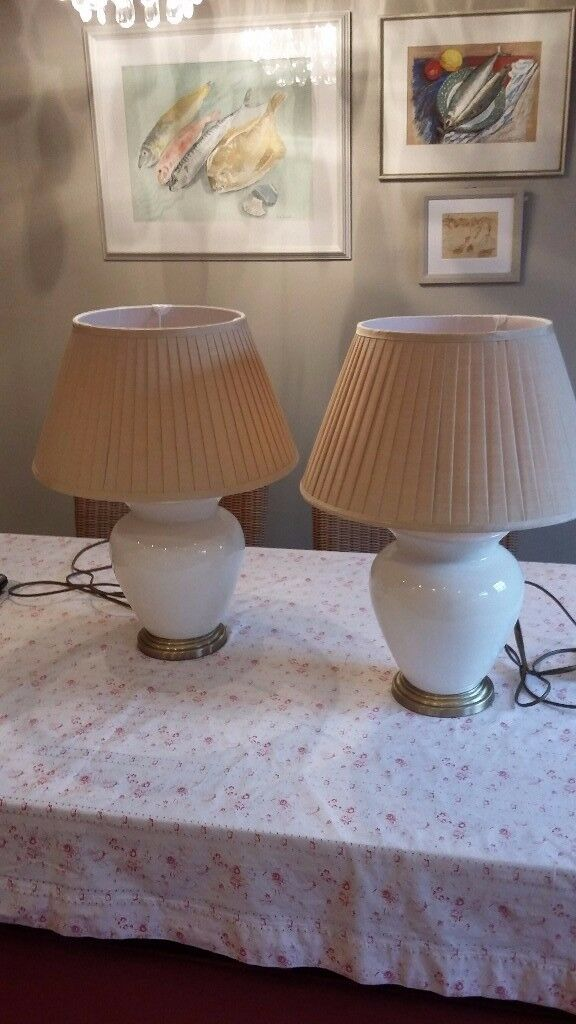 2 x Cream and Gold Table Lamps in excellent condition