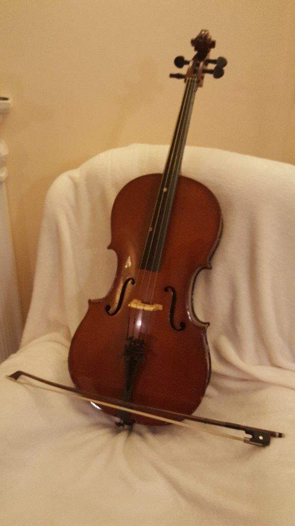 1/8 size cello & bow in excellent condition