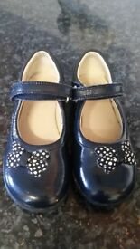 8.5F girls clarks party shoes that light up