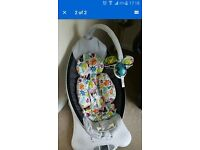 4Moms Mamaroo Baby Swing, Excellent Condition with Newborn Insert Baby Swing/ Baby Rocker/ Bouncer