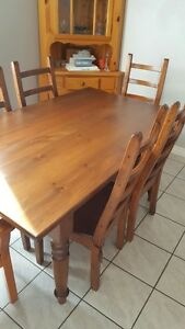 Pine table w/leaf & 6 chairs