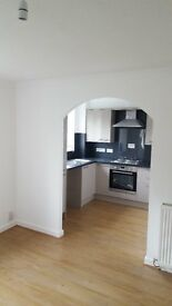 Lovely Bright Refurbished Two Bedroomed Apartment Available - Double Hedges