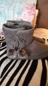 Brand new fluffy boots♥️
