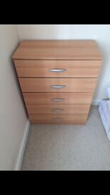 2 bedside cabinets & chest of drawers