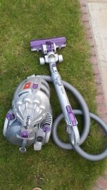 Im selling DYSON vacuum cleaner is fully working, clean , very good condition
