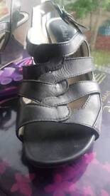 Clarks black sandles