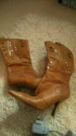LEATHER BOOTS SIZE 5