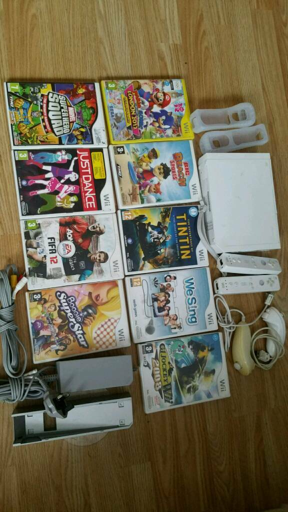 Nintendo Wii Console bundle with 2 Controllers and 2 Nunchucks plus 9games
