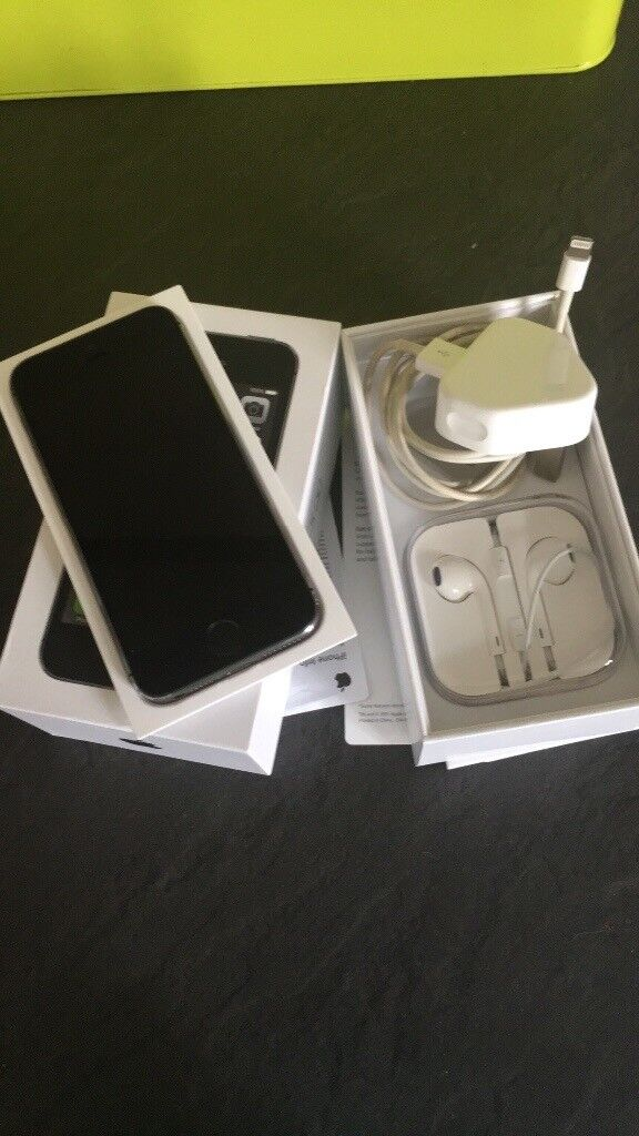 iPhone 5s 16gb with brand new apple headphones