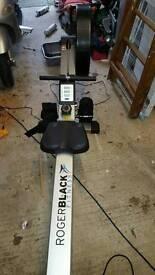 Air rowing machine roger black