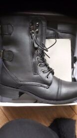 New Boxed Ladies Boots Size 39 = 6