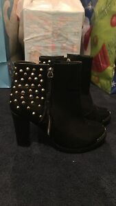 BLACK HIGH HEEL BOOTS-BOOTIES/BOTILLONS BOTTES TALONS HAUTS West Island Greater Montréal image 1