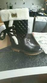 Warm black ugg boots size 6