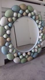 Pebble effect mirror