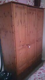SOLID PINE TRIPLE DOOR WARDROBE