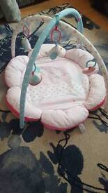 Mother baby floor gym in excellent condition