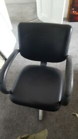 Hairdressing chair/office