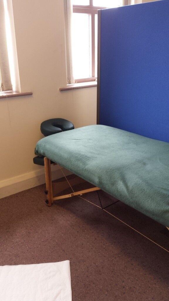 DARLEY GREEN MASSAGE BED (ADJUSTABLE) CAN BE DELIVERED OVNO