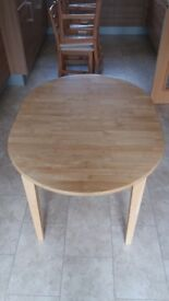 Dining table - extendable, oval shape in light wood