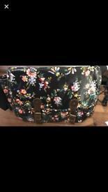 Fat face sling bag
