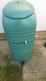 WATER BUTT 100 LITRES WITH TAP AND LID GOOD CONDITION