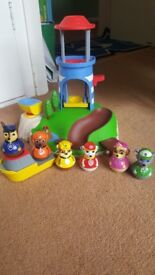 Paw patrol island and 6 weebles